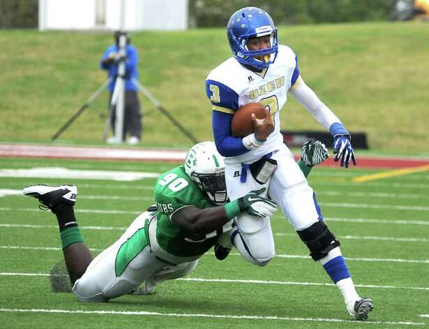 Ozen's David Green runs the ball as Brenham's Malcom Brown makes the stop at Thorne Stadium in Aldine, Saturday, November 19, 2011. Tammy McKinley/The Enterprise Photo: TAMMY MCKINLEY