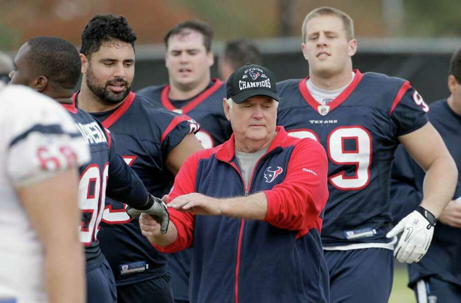 Texans have lost both games without defensive coordinator Wade Phillips, who has been out since Dec. 15 for medical reasons. Photo: AP