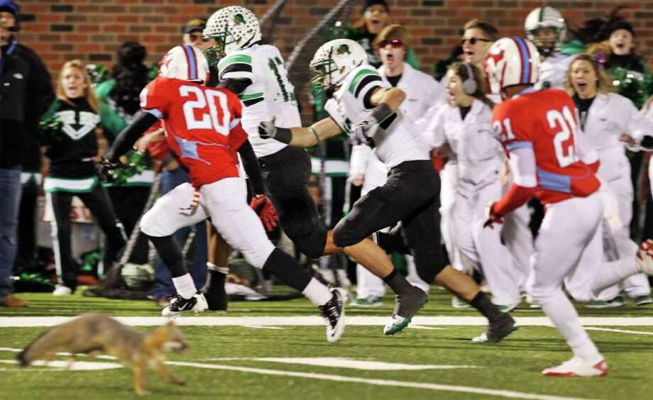 1. Southlake Carroll 28, Dallas Skyline 24 — The Dragons scored with 1:07 to play but still trailed Skyline 24-21. Then they recovered an onside kick and scored again with 46 seconds remaining to eke out a 28-24 victory in last week's state semifinals. Photo: Louis DeLuca, Associated Press / Louis DeLuca/The Dallas Morning News