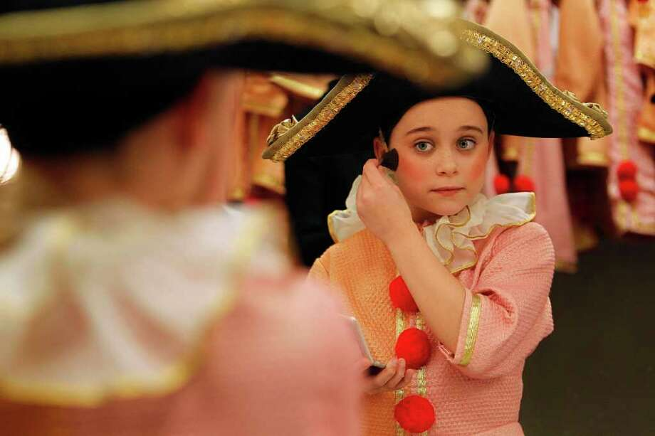 Mayra BeltrÁn : STAFF CLOWNING AROUND: Hannah Cass, 10, prepares for Houston Ballet's The Nutcracker at Wortham Theater Center. Photo: Mayra Beltran / © 2011 Houston Chronicle