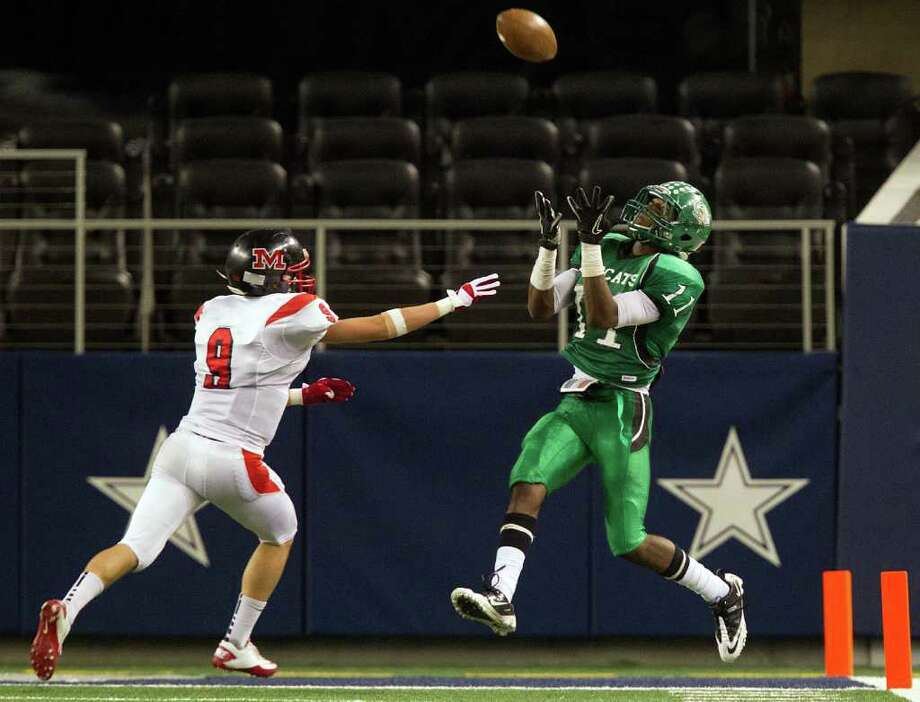 Hempstead wide receiver Trechel Momon (11) hauls in a touchdown pass as Melissa defensive back Mason Hart (9) defends during the second half of the 2A Div. I state championship high school football game at Cowboys Stadium Thursday, Dec. 15, 2011, in Arlington. Photo: Smiley N. Pool, Houston Chronicle / © 2011  Houston Chronicle