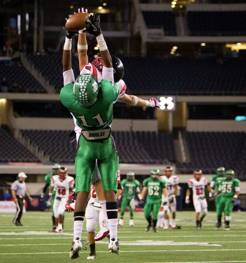 Hempstead wide receiver Trechel Momon (11) has a pass in the end zone go off of his fingers as Melissa defensive back Mason Hart (9) defends during the second half of the 2A Div. I state championship high school football game at Cowboys Stadium Thursday, Dec. 15, 2011, in Arlington. Photo: Smiley N. Pool, Houston Chronicle / © 2011  Houston Chronicle