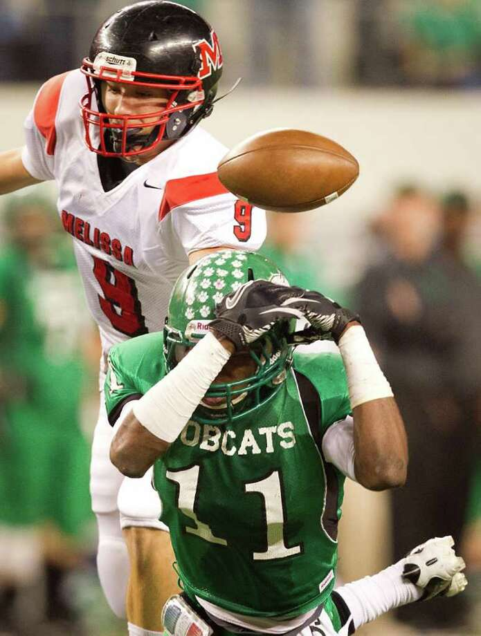 ONE THAT GOT AWAY: Hempstead wide receiver Trechel Momon (11) has a pass go off his fingertips in the first quarter Thursday night. Photo: Smiley N. Pool / © 2011  Houston Chronicle
