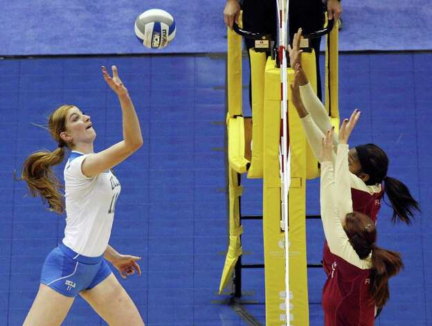 UCLA's Rachael Kidder goes up for a tip against Florida State defenders during the 2011 NCAA Division I Women's Volleyball National Semifinal Championship match Thursday Dec. 15, 2011 at the Alamodome. UCLA defeated Florida State 25-16, 25-17, 25-21. PHOTO BY EDWARD A. ORNELAS/eaornelas@express-news.net) Photo: EDWARD A. ORNELAS, Express-News / © SAN ANTONIO EXPRESS-NEWS (NFS)