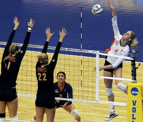 Colleen Ward slams one through the against the Trojans as Illinois plays USC  in a  2011 NCAA National Semifinal match at the Alamodome on December 15, 2011 Tom Reel/Staff Photo: TOM REEL, Express-News / © 2011 San Antonio Express-News