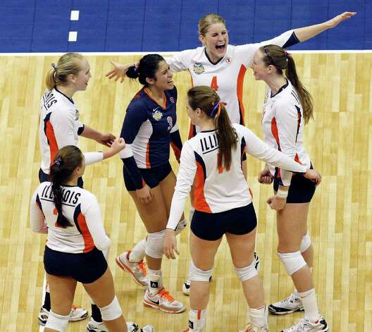 Members of the Illinois Fighting Illini celebrate a point against USC during the 2011 NCAA Division I Women's Volleyball National Semifinal Championship match Thursday Dec. 15, 2011 at the Alamodome. Illinois defeated USC 3-2. PHOTO BY EDWARD A. ORNELAS/eaornelas@express-news.net) Photo: EDWARD A. ORNELAS, Express-News / © SAN ANTONIO EXPRESS-NEWS (NFS)