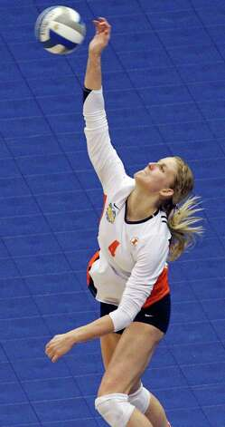 Illinois' Colleen Ward goes up for a serve against USC during the 2011 NCAA Division I Women's Volleyball National Semifinal Championship match Thursday Dec. 15, 2011 at the Alamodome. Illinois defeated USC 3-2. PHOTO BY EDWARD A. ORNELAS/eaornelas@express-news.net) Photo: EDWARD A. ORNELAS, Express-News / © SAN ANTONIO EXPRESS-NEWS (NFS)