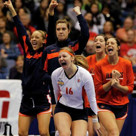 Illinois' Tayler Onion (16) leads the cheers of the bench after a point during game action of the 2011 NCAA Division I Women's Volleyball Championship National Semifinal Match #2 against USC at the Alamodome on Thursday, Dec. 15, 2011. Illinois defeated USC in five sets, 25-27, 25-18, 25-22, 18-25 and 15-10 in the tie breaker. MICHAEL MILLER / mmiller@express-news.net Photo: MICHAEL MILLER, Express-News / mmiller@express-news.net