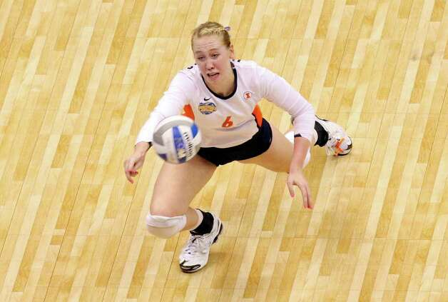 Illinois' Michelle Bartsch dives for the ball against USC during the 2011 NCAA Division I Women's Volleyball National Semifinal Championship match Thursday Dec. 15, 2011 at the Alamodome. Illinois defeated USC 3-2. PHOTO BY EDWARD A. ORNELAS/eaornelas@express-news.net) Photo: EDWARD A. ORNELAS, Express-News / © SAN ANTONIO EXPRESS-NEWS (NFS)