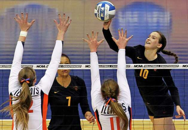 Sara Shaw tips for the Trojans as Illinois plays USC  in a  2011 NCAA National Semifinal match at the Alamodome on December 15, 2011 Tom Reel/Staff Photo: TOM REEL, Express-News / © 2011 San Antonio Express-News