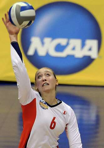 Michelle Bartsch tips for  Illinois as they play USC  in a  2011 NCAA National Semifinal match at the Alamodome on December 15, 2011 Tom Reel/Staff Photo: TOM REEL, Express-News / © 2011 San Antonio Express-News