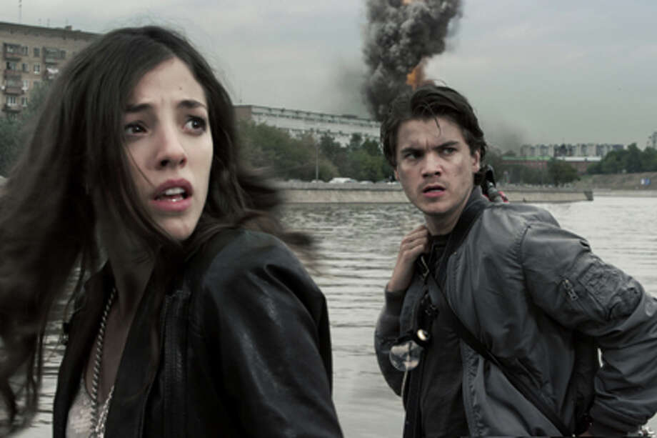 """Olivia Thirlby as Natalie and Emile Hirsch as Sean in """"The Darkest Hour."""" / © 2011 Summit Entertainment, LLC. All Rights Reserved."""