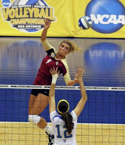SPORTS   Visnja Djurdjevic follows the ball for the Seminoles as UCLA plays Florida State in a  2011 NCAA National Semifinal match at the Alamodome on December 15, 2011 Tom Reel/Staff Photo: TOM REEL, SAN ANTONIO EXPRESS-NEWS / © 2011 San Antonio Express-News
