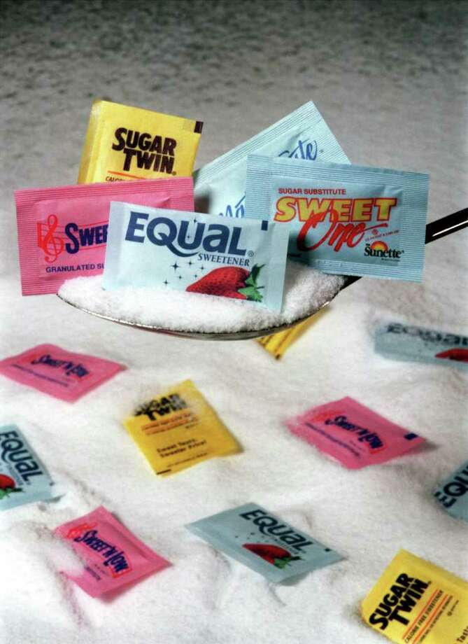 KRT FOOD STORY SLUGGED: SUGAR KRT PHOTO ILLUSTRATION BY KAREN SCHIELY/AKRON BEACON JOURNAL (KRT3-November) The options for sweetening foods just got larger as the Food and Drug Administration has approved two new artificial sweeteners for use in food products. (AK) AP PL KD 1998 (Vert) Photo: Karen Schiely / AKRON BEACON JOURNAL