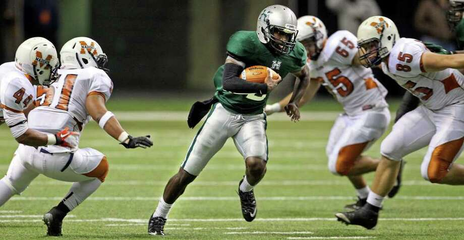 SIMPLY STELLAR: Hightower is at its best when the ball is in quarterback Bralon Addison's hands. Photo: TOM REEL / © 2011 San Antonio Express-News