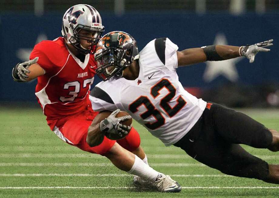 Aledo running back Jonathan Gray (32) tries to cut around Manvel linebacker Manuel Martinez (37) during the first quarter of the 4A Div. 2 state championship high school football game at Cowboys Stadium on Saturday, Dec. 17, 2011, in Arlington. Photo: Smiley N. Pool, Houston Chronicle / © 2011  Houston Chronicle