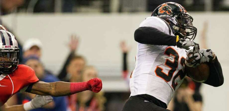 Aledo running back Jonathan Gray (32) gets past a Manvel defender on a fourth quarter touchdown run during the 4A Div. 2 state championship high school football game at Cowboys Stadium on Saturday, Dec. 17, 2011, in Arlington.  The touchdown gave Gray 205 for his career (2008-11) breaking the all-time national high school record for career touchdowns. Aledo won the game 49-28. Photo: Smiley N. Pool, Houston Chronicle / © 2011  Houston Chronicle