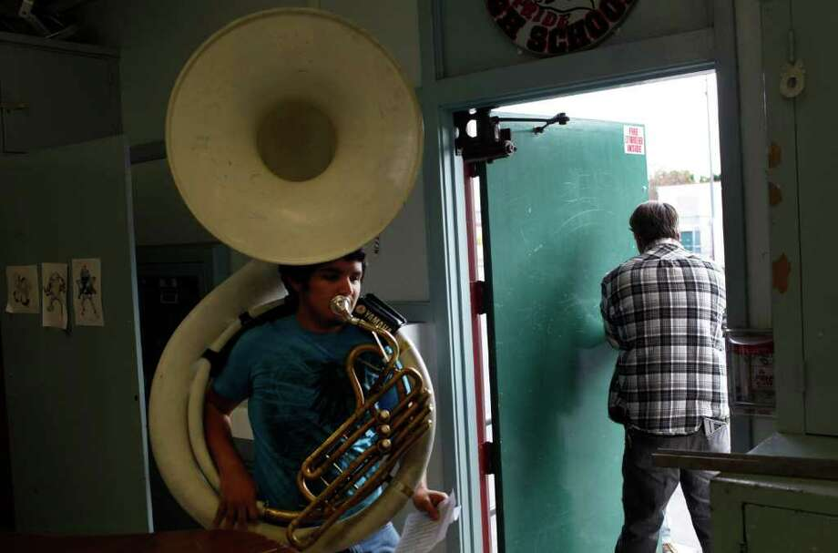 MICHAEL ROBINSON CHAVEZ : LOS ANGELES TIMES REPLACEMENTS: Erik Camberos had to practice with an old sousaphone at South Gate High School in South Gate, Calif., after the school saw five of its instruments, worth nearly $30,000, stolen this semester. No arrests have been made. Photo: Michael Robinson Chavez / Los Angeles Times