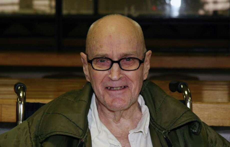 MICHAEL GRACZYK : ASSOCIATED PRESS READY TO LEAVE: Harvey Stewart , 83, awaits release from the Texas Department of Criminal Justice's Beto Unit. Photo: Michael Graczyk / AP