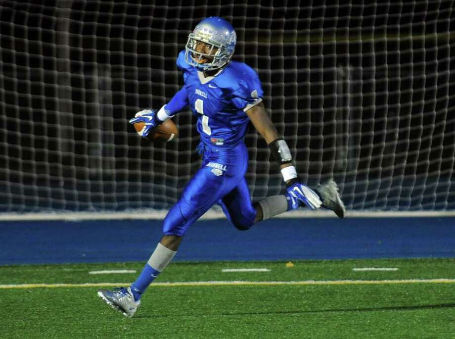 Highlights from boys football action between Bunnell and Pomperaug in Stratford, Conn. on Friday October 14, 2011. Bunnell's #1 Jawad Chisholm carries the ball to the endzone for a touchdown. Photo: Christian Abraham / Connecticut Post