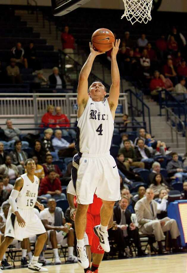 Rice's Connor Frizzelle (4) shoots a short jumper during the second half of an NCAA basketball game between the Lamar Cardinals and the Rice Owls Saturday, December 17, 2011 in Houston. Lamar defeated Rice 87-81. Photo: Bob Levey, Houston Chronicle / ©2011 Bob Levey