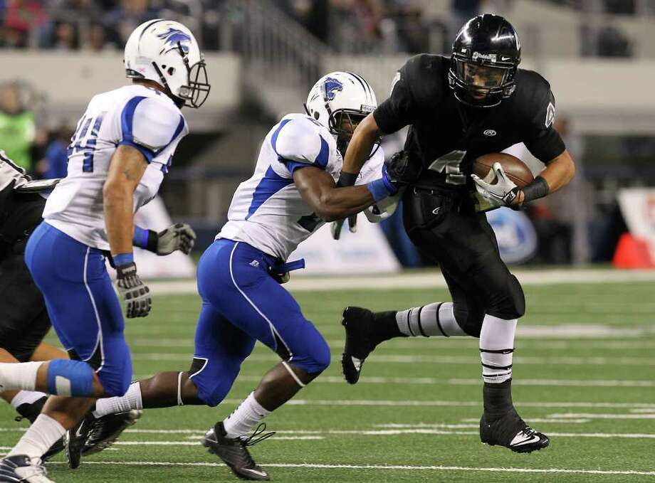 Steele's Justin Stockton (04) attempts to evade tackles by Spring Dekaney's Patrick Martin (02) and Cody Perdue (44) in the first half of the Class 5A Div. II state championship football game at Cowboys Stadium in Arlington on Saturday, Dec. 17, 2011. Kin Man Hui/kmhui@express-news.net Photo: Kin Man Hui, SAN ANTONIO EXPRESS-NEWS / San Antonio Express-News