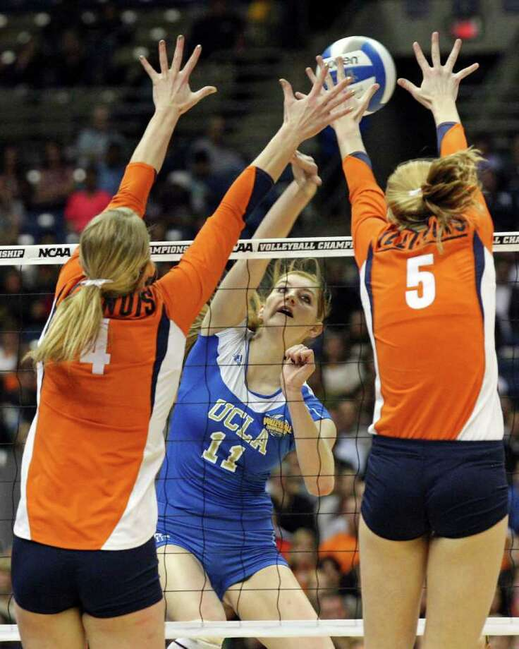 UCLA's Rachael Kidder goes up for a kill between Illinois' Colleen Ward and Illinois' Anna Dorn during the 2011 NCAA Division I Women's Volleyball National Championship match Saturday Dec. 17, 2011 at the Alamodome.  PHOTO BY EDWARD A. ORNELAS/eaornelas@express-news.net) Photo: EDWARD A. ORNELAS, Express-News / © SAN ANTONIO EXPRESS-NEWS (NFS)