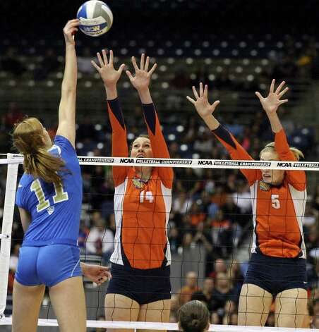 UCLA's Rachael Kidder goes up for a kill against Illinois' Liz McMahon and Illinois' Anna Dorn during the 2011 NCAA Division I Women's Volleyball National Championship match Saturday Dec. 17, 2011 at the Alamodome.  PHOTO BY EDWARD A. ORNELAS/eaornelas@express-news.net) Photo: EDWARD A. ORNELAS, Express-News / © SAN ANTONIO EXPRESS-NEWS (NFS)