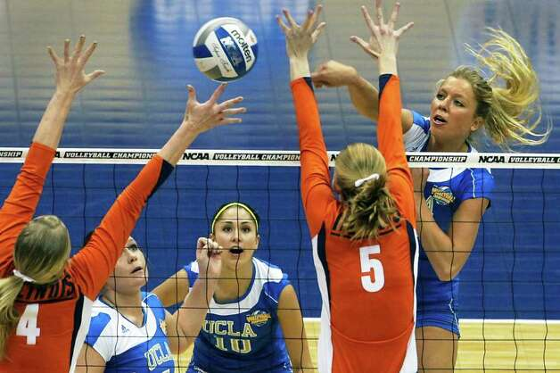 Zoe Nightingale slams a shot through for the Bruins as UCLA plays Illinois in the  2011 NCAA National Championship volleyball match at the Alamodome on December 17, 2011 Tom Reel/Staff Photo: TOM REEL, Express-News / © 2011 San Antonio Express-News