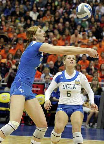 UCLA's Rachael Kidder passes as teammate UCLA's Lainey Gera looks on during the 2011 NCAA Division I Women's Volleyball National Championship match against  Illinois Saturday Dec. 17, 2011 at the Alamodome.  PHOTO BY EDWARD A. ORNELAS/eaornelas@express-news.net) Photo: EDWARD A. ORNELAS, Express-News / © SAN ANTONIO EXPRESS-NEWS (NFS)