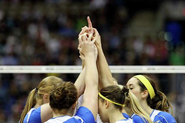 Members of the UCLA Bruins huddle before the 2011 NCAA Division I Women's Volleyball National Championship match with Illinois Saturday Dec. 17, 2011 at the Alamodome.  PHOTO BY EDWARD A. ORNELAS/eaornelas@express-news.net) Photo: EDWARD A. ORNELAS, Express-News / © SAN ANTONIO EXPRESS-NEWS (NFS)