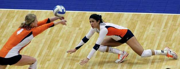Illinois players Colleen Ward (4) and Jennifer Beltran move in for a save as UCLA plays Illinois in the  2011 NCAA National Championship volleyball match at the Alamodome on December 17, 2011 Tom Reel/Staff Photo: TOM REEL, Express-News / © 2011 San Antonio Express-News