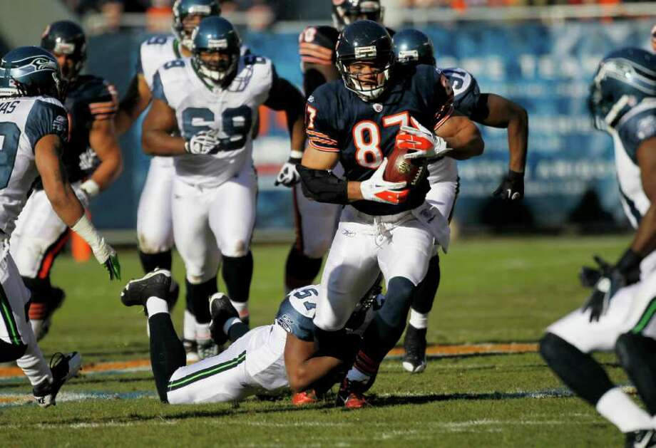 Seattle Seahawks linebacker David Hawthorne (57) grabs the leg of Chicago Bears tight end Kellen Davis (87) in the first half of an NFL football game in Chicago, Sunday, Dec. 18, 2011. Photo: AP