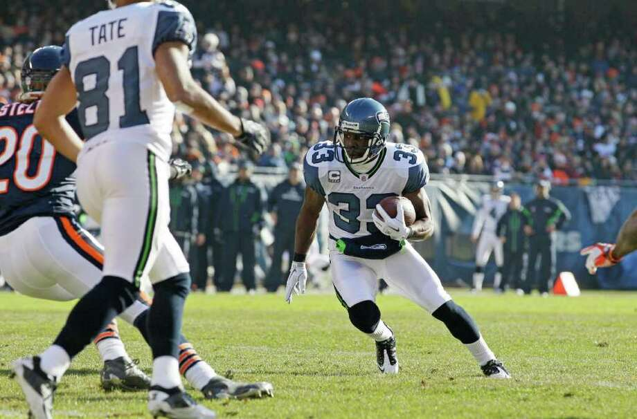 Seattle Seahawks running back Leon Washington (33) rushes for yardage against the Chicago Bears in the first half of an NFL football game in Chicago, Sunday, Dec. 18, 2011. Photo: AP