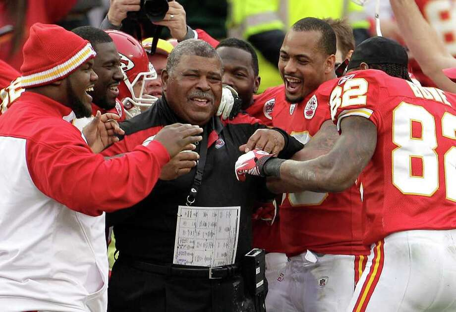 Chiefs interim coach Romeo Crennel celebrates his team's 19-14 win over the Packers, who are now 13-1. Photo: AP