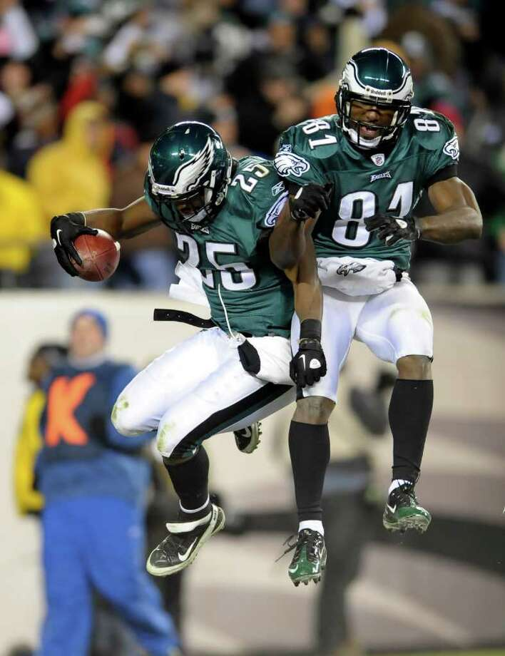 Eagles running back LeSean McCoy (25) celebrates his third touchdown Sunday against the Jets with Jason Avant. Photo: AP