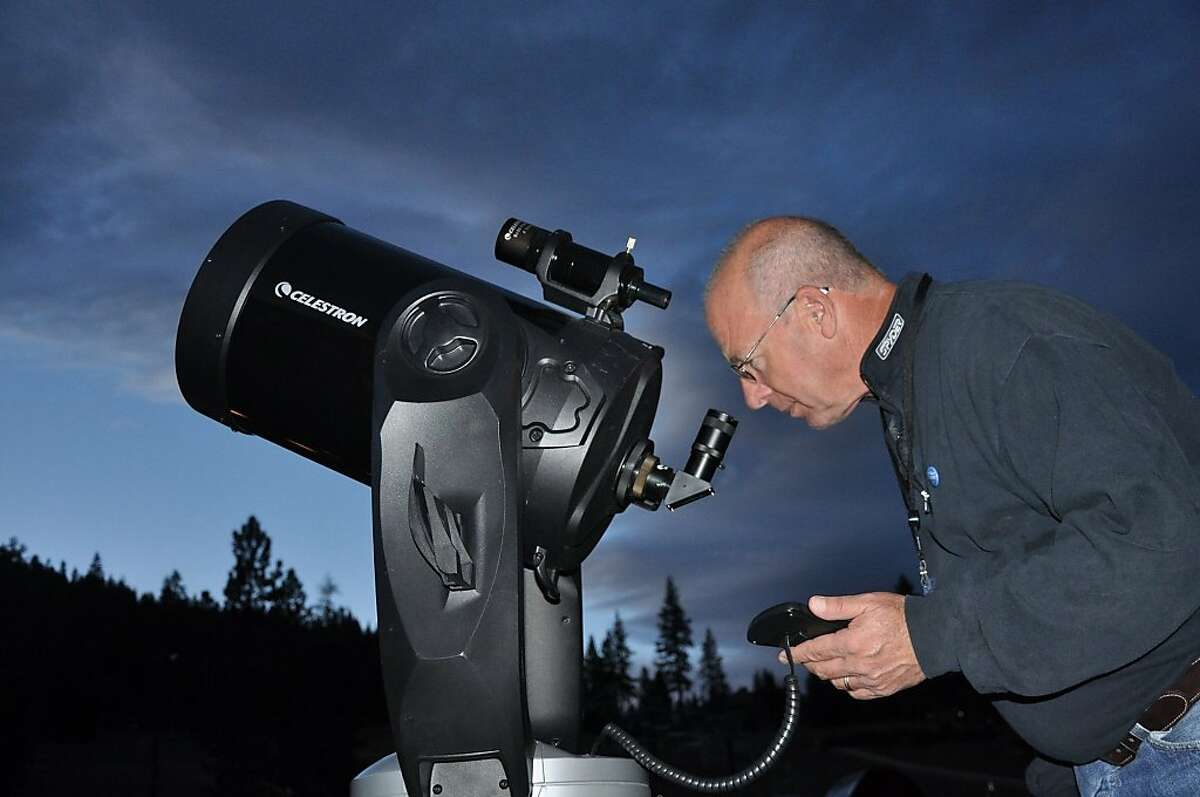 Award-winning astronomer Tony Berendsen invites guests to look through his large-aperture telescopes at the Star Tour Snowshoe Adventure in North Tahoe Regional Park.