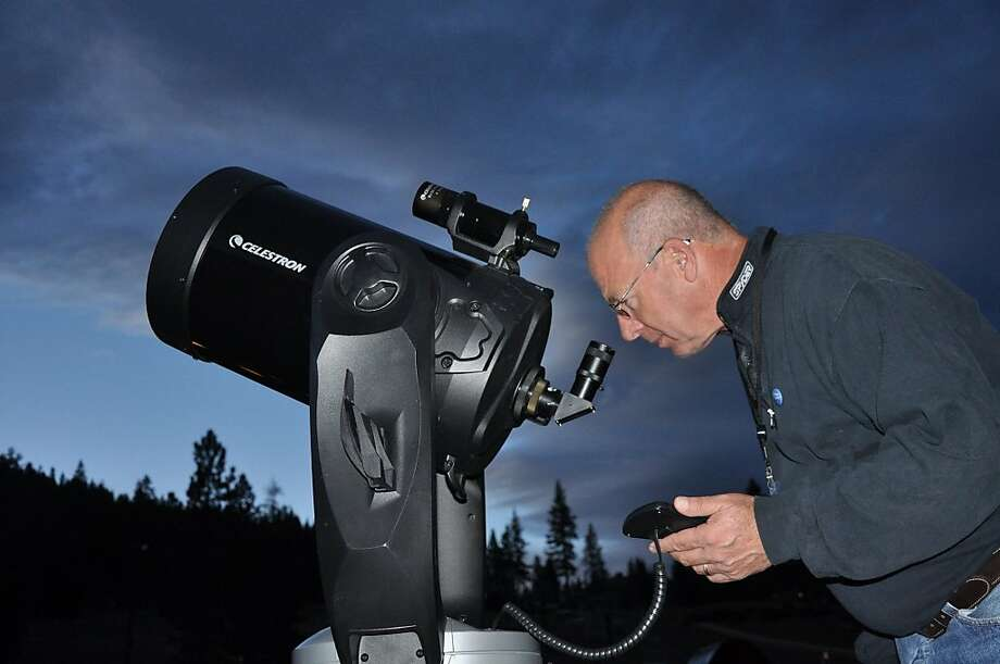 Award-winning astronomer Tony Berendsen invites guests to look through his large-aperture telescopes at the Star Tour Snowshoe Adventure in North Tahoe Regional Park. Photo: Courtesy Tony Berendsen