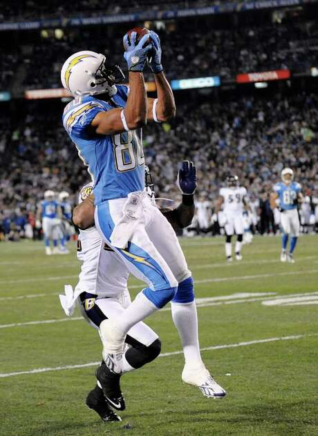 DENIS POROY: ASSOCIATED PRESS LONG HAUL: San Diego wide receiver Malcom Floyd pulls in a 28-yard touchdown pass from Philip Rivers in the second half of Sunday's game. Photo: Denis Poroy / FR59680 AP