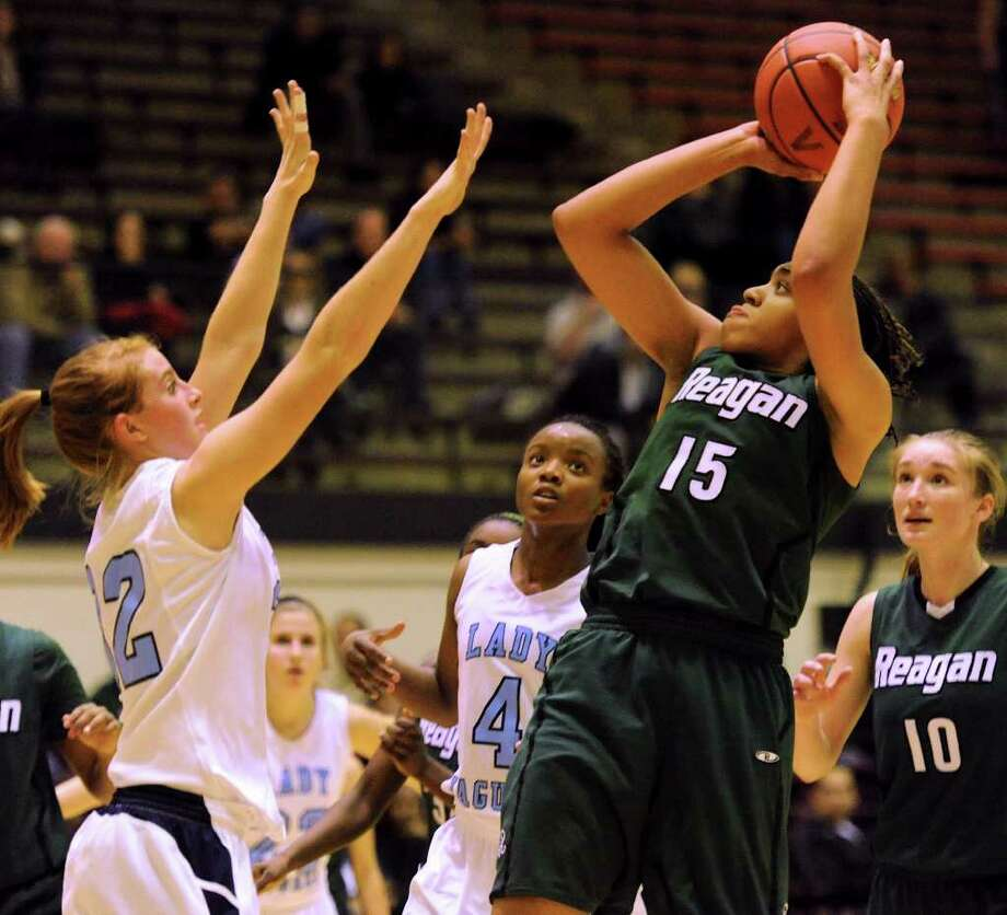 Sabrina Berry (15) and the Reagan Rattlers knocked off Johnson 71-51 last week. Photo: JOHN ALBRIGHT, FOR THE EXPRESS-NEWS