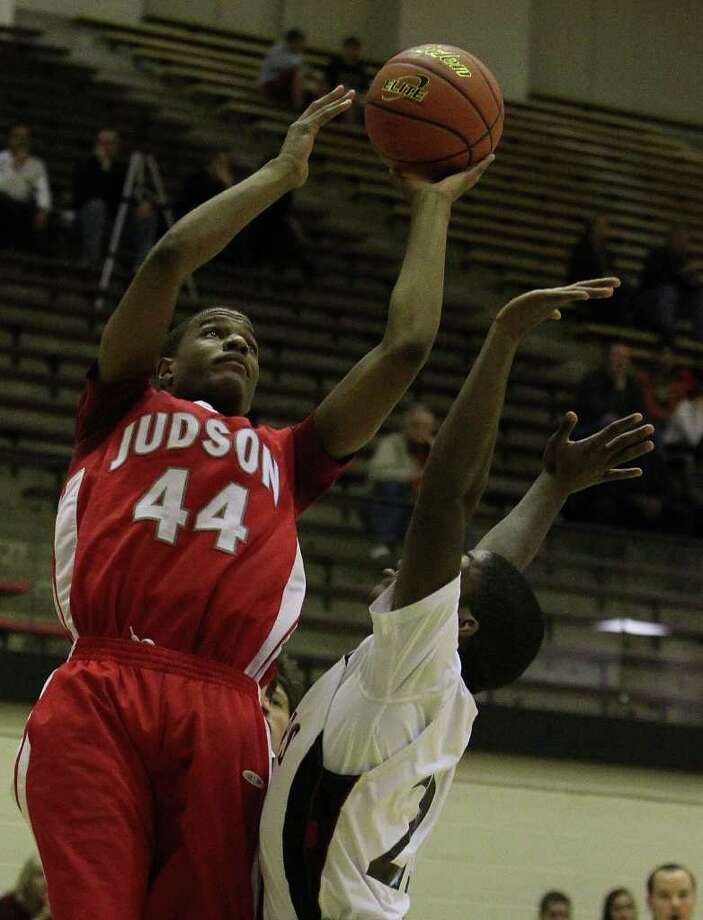 E.J. Hubbard and the Judson Rockets are among the early favorites in District 25-5A. Photo: KIN MAN HUI, SAN ANTONIO EXPRESS-NEWS / SAN ANTONIO EXPRESS-NEWS