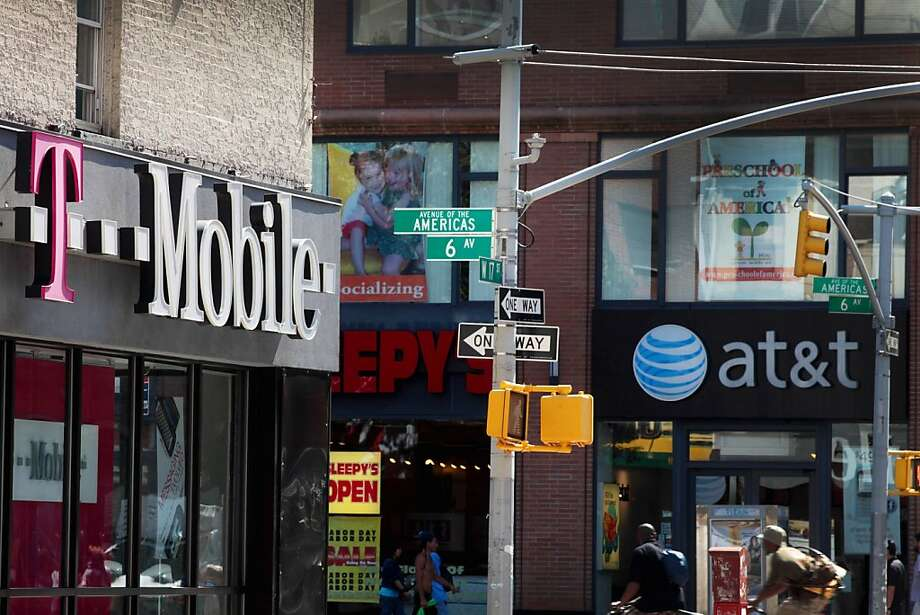 T-Mobile will start selling phones at full price and offer lower-priced monthly calling and data plans. Photo: Stephen Yang, Bloomberg