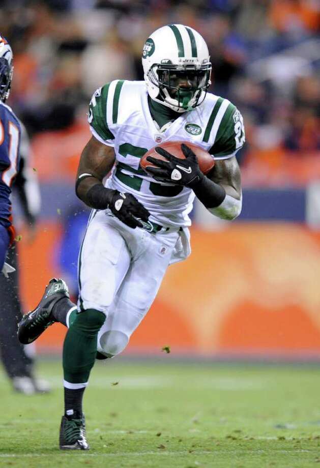 In this Nov. 17, 2011, photo, New York Jets' Joe McKnight (25) runs with the ball during an NFL football game against the Denver Broncos in Denver. A person with knowledge of the injury says running back/kickoff returner McKnight has a separated right shoulder. The person, who spoke on condition of anonymity because the team has not announced the injury, says McKnight was hurt in Sunday's loss to the Eagles, Dec. 18. (AP Photo/Jack Dempsey) Photo: Jack Dempsey