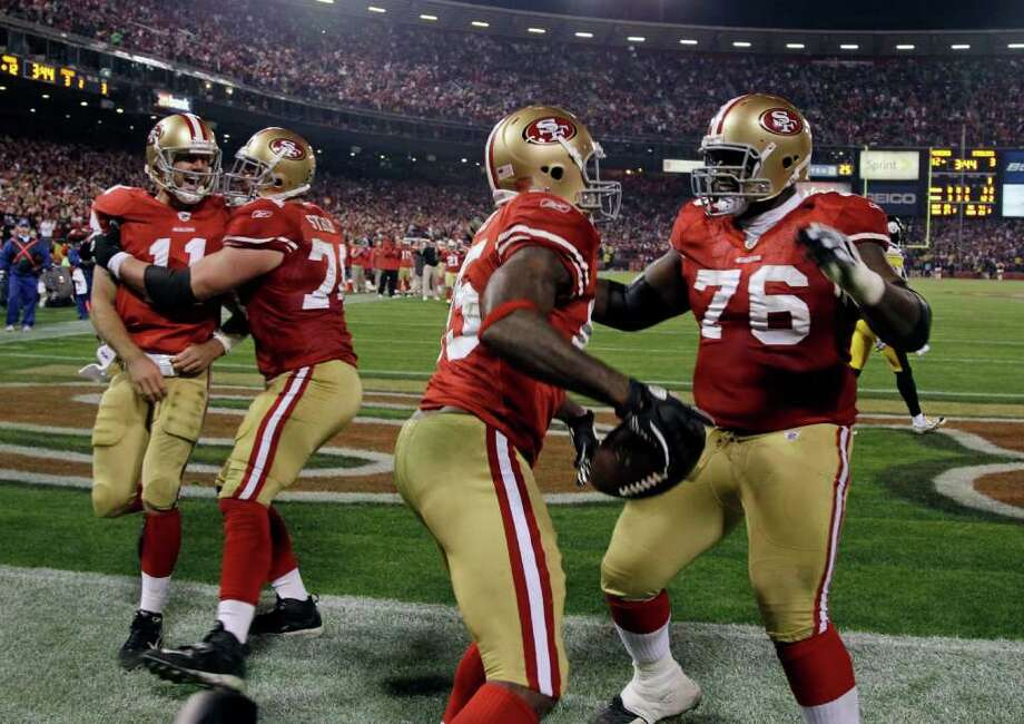 San Francisco 49ers tight end Vernon Davis (85) celebrates his touchdown with teammate Anthony Davis, right, as quarterback Alex Smith (11) is congratulated by Joe Staley in the third quarter of an NFL football game against the Pittsburgh Steelers in San Francisco, Monday, Dec. 19, 2011. Photo: AP