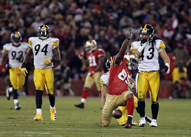 49ers' Vernon Davies, (85) signals a first down reception in the third quarter, as the San Francisco 49ers take on the Pittsburgh Steelers, on Monday December 19, 2011, in San Francisco, Ca. Photo: Michael Macor, The Chronicle