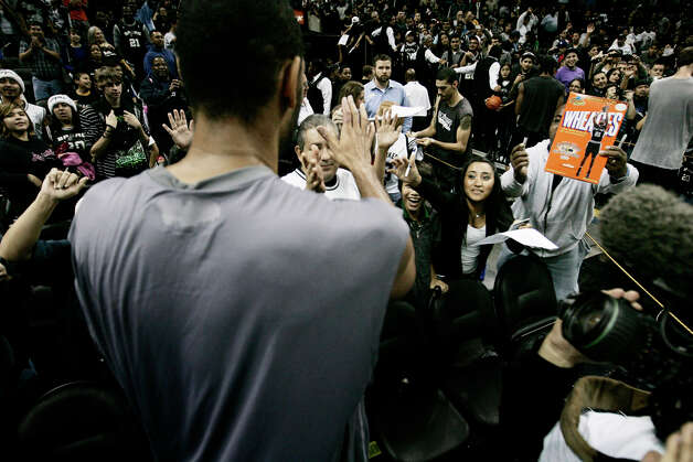 Spurs fans gather as center Tim Duncan signs autographs after the team's Silver and Black scrimmage on Monday, Dec. 19, 2011 at the AT&T Center. Photo: Darren Abate, For The Express-News