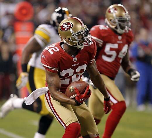 49ers Carlos Rogers, (22) runs with his interception in the first quarter, as the San Francisco 49ers take on the Pittsburgh Steelers, on Monday December 19, 2011, in San Francisco, Ca. Photo: Michael Macor, The Chronicle