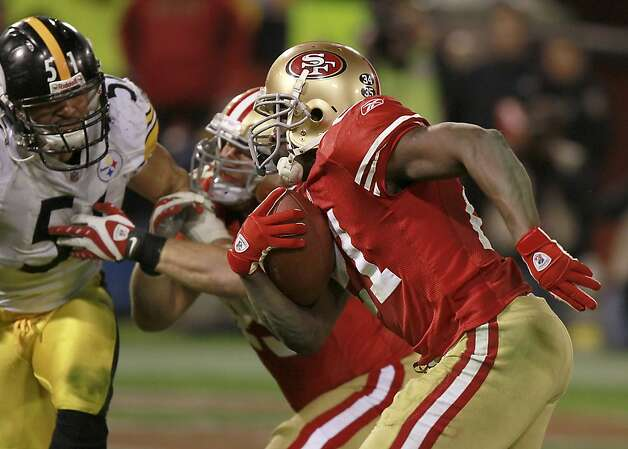 49er Frank Gore runs in for a touchdown during the San Francisco 49ers vs. the Pittsburg Steelers at Candlestick Park in San Francisco, Calif., on Monday, December 19, 2011. Photo: John Storey, Special To The Chronicle