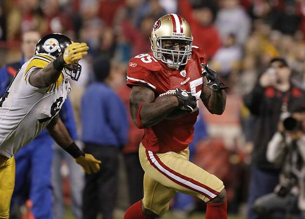 49ers' Vernon Davies, (85) takes a third quarter reception to the two yardline, as the San Francisco 49ers take on the Pittsburgh Steelers, on Monday December 19, 2011, in San Francisco, Ca. Photo: Michael Macor, The Chronicle