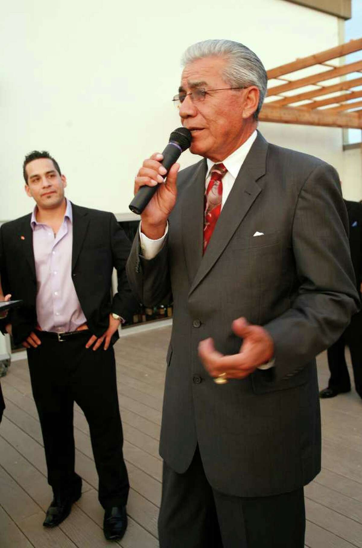 TRENDS; TRENDS INFLUENCE JMS; 06/24/10; Ruben Ramos receives a citation at